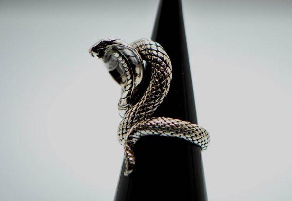 925 Sterling Silver Coiled Cobra Strike Ring Eliz